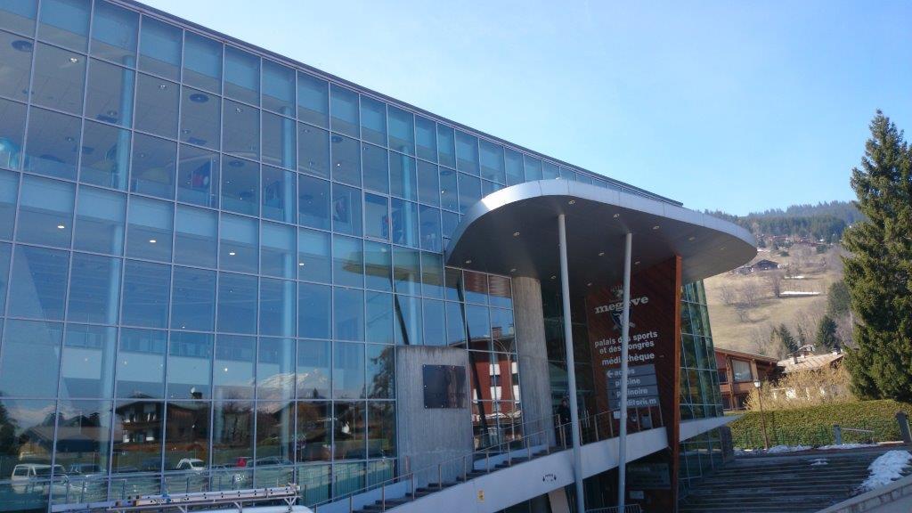 Palais des sports de Megève. Crises d'urticaire et sueurs froides