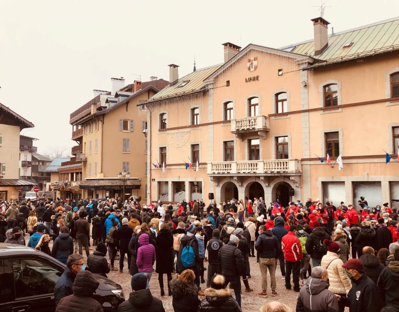 300 manifestants à Megève contre la fermeture des remontées mécaniques